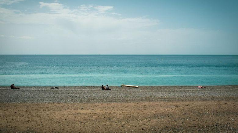 Après le déconfinement, plage et distanciations sociales / © Mathieu Muollo