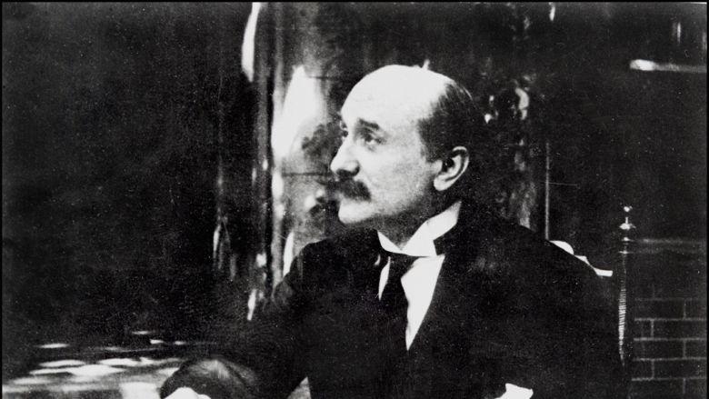 Portrait non daté du poète français et auteur dramatique Edmond Rostand né à Marseillle en 1868 décédé à Paris le 2 décembre 1918. / © AFP