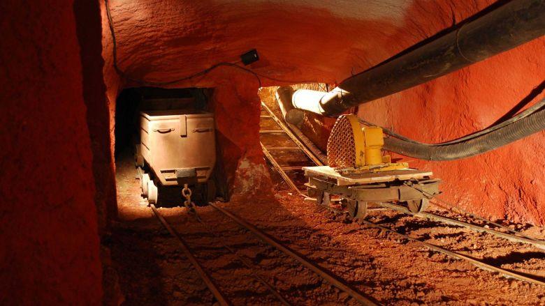 Le long d'un parcours de visite ludique, ce musée retrace l'histoire de l'exploitation minière de la bauxite dans le Var. / © Musée des Gueules rouges
