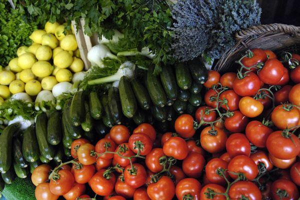"""""""Moi tant que je subviens à mes besoins et que je peux manger de bons légumes, je suis content"""", Franck Clere, agriculteur aidé par la commune."""