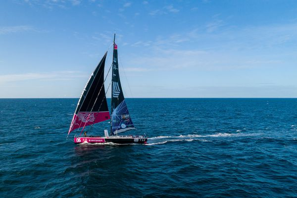 Alexia Barrier à bord de son bateau le TSE 4 my planet, elle devrait rejoindre l'arrivée dans quelques semaines, aux Sables d'Olonne.