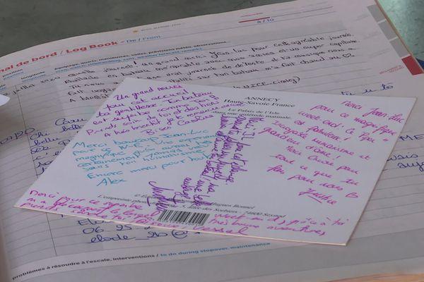 Les soignants ont écrit des mots de remerciements dans un livre d'or