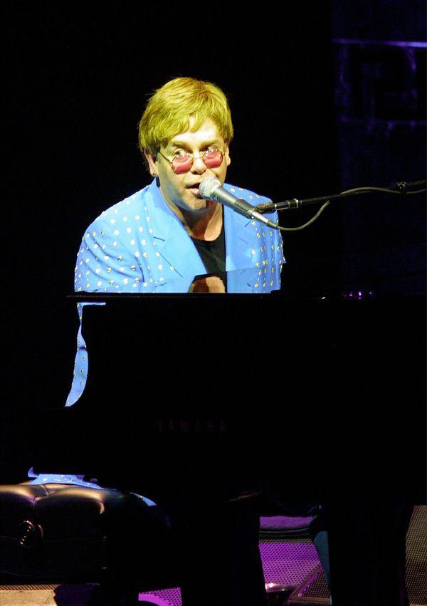 Sir Elton John en concert au Nikaïa en 2001.