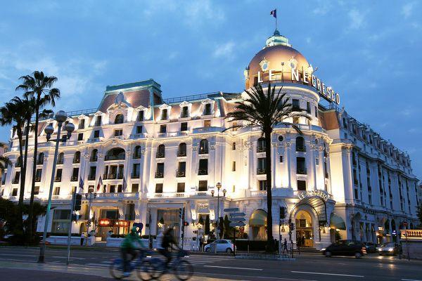 """""""L'hôtel sera rouvert à 100% au niveau des 102 chambres et des 26 suites"""" précise le Negresco."""