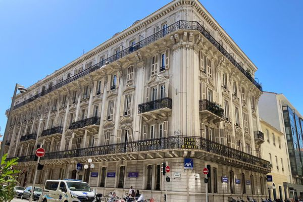 Le lycée privé Michelet est un des premiers établissements en France à avoir ouvert des classes de collège pour les enfants intellectuellement précoces.