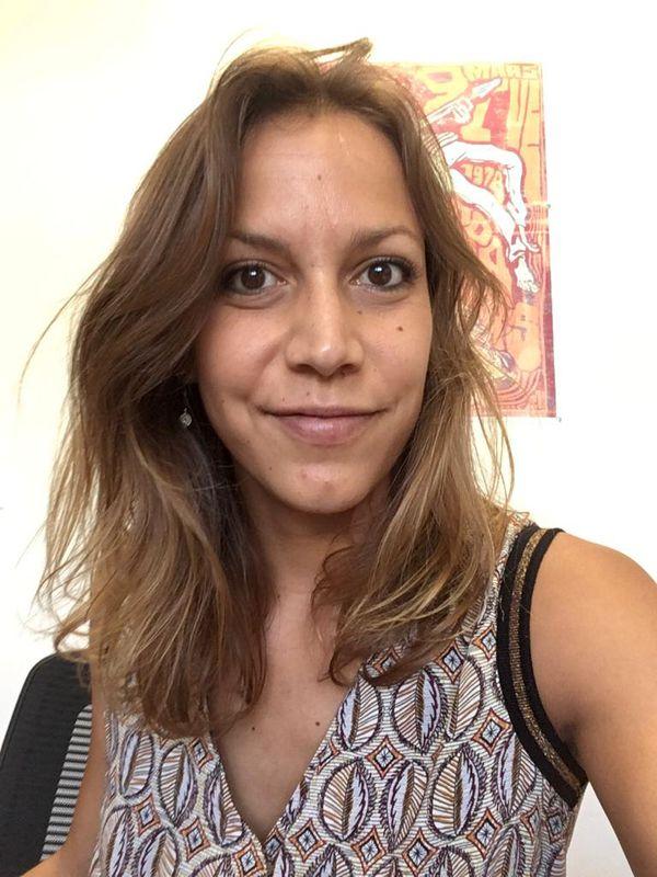 Laura Giraud dans son bureau à La Réunion.