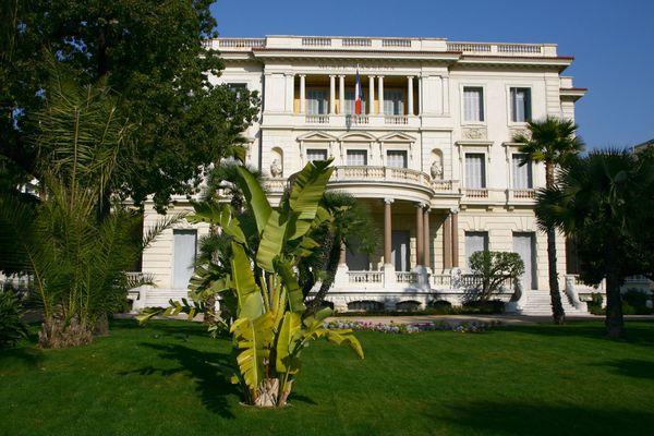 Vue de la villa Masséna de Nice depuis le jardin.