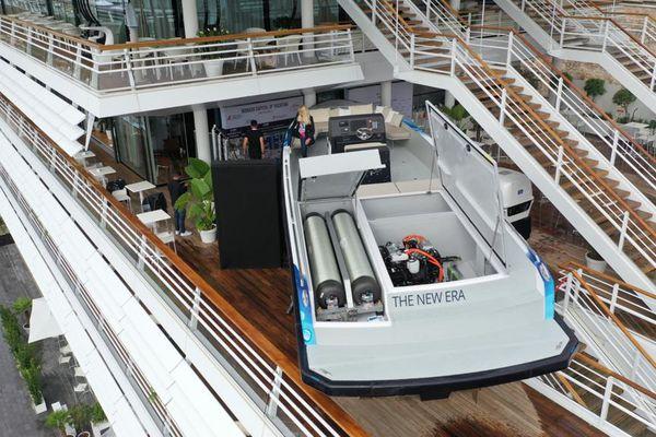 Le Yacht mesure 12 mètres de long