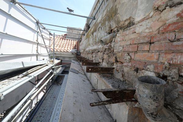 Une partie de la villa est en cours de rénovation.