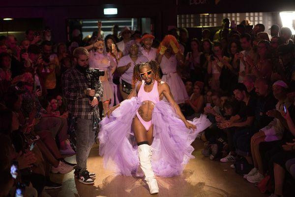 Au-delà de la danse, le voguing représente un mouvement créé par la communauté LGBT noire.