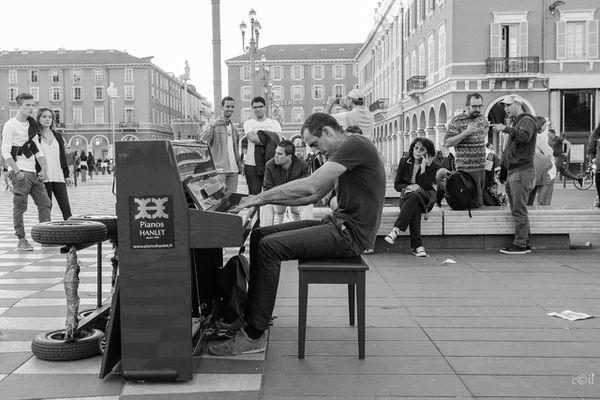 Le pianiste de rue niçois Steve Villa Massone sera le premier artiste a jouer pour le festival classique 2021 de Beaulieu-sur-mer.