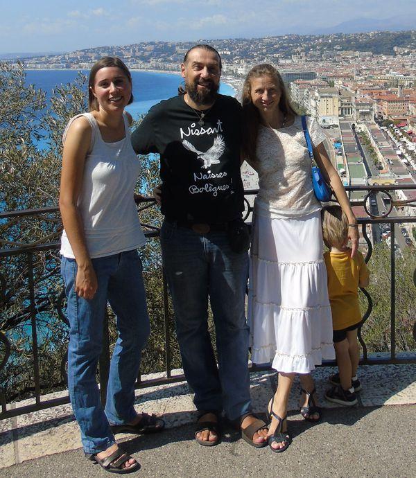 De gauche à droite : Erin Wright, Cristóu Daurore et son épouseDiana Vainer.